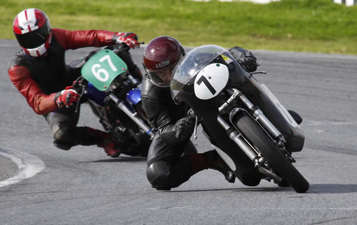 Joe Ahern Norton Atlas and Brett Metcalf Yamaha RD250LC