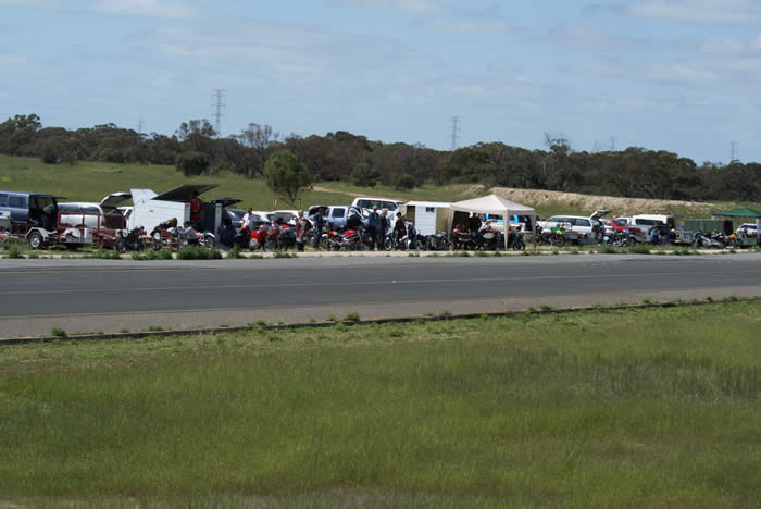 The crowd and their machines Tailem Bend. Photo – Nick Clarke